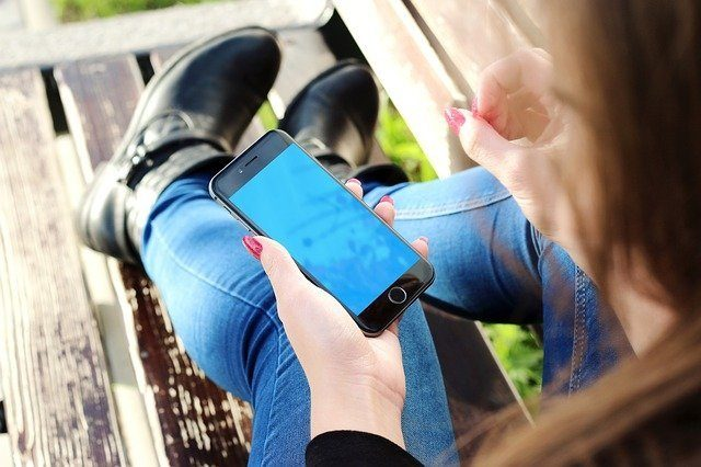 Notre téléphone, principale source de lumière bleue